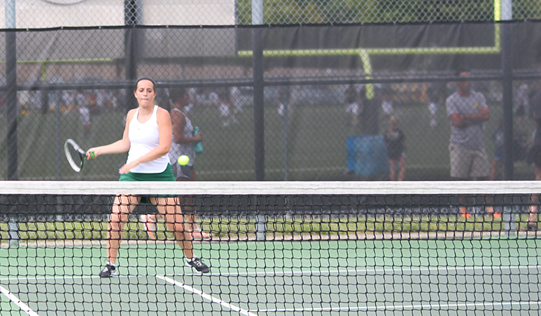 Gallery%3A+Girls+varsity+tennis+match+vs.+Blue+Valley+High+on+Aug.+29