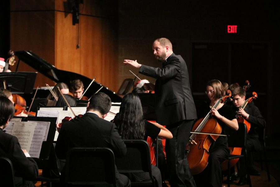 Orchestra+director+Ethan+Loewen+moves+his+hands+while+conducting+a+piece+for+the+orchestra+quarterly+concert.%0A