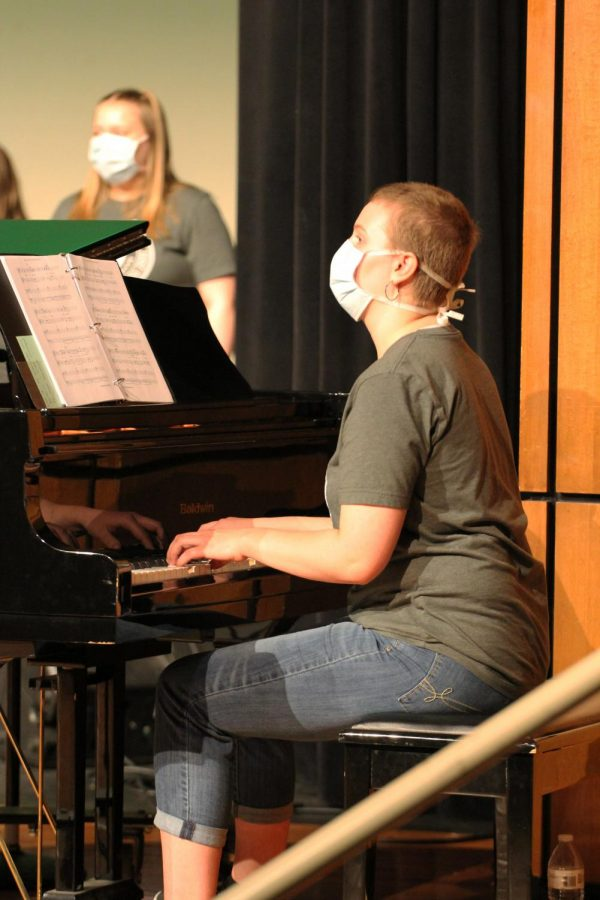 Hands on the keys, junior Karina Allen accompanies the choir on the piano.