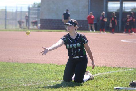 Ball in the air, freshman Sidney Paul tosses ball towards teammate.